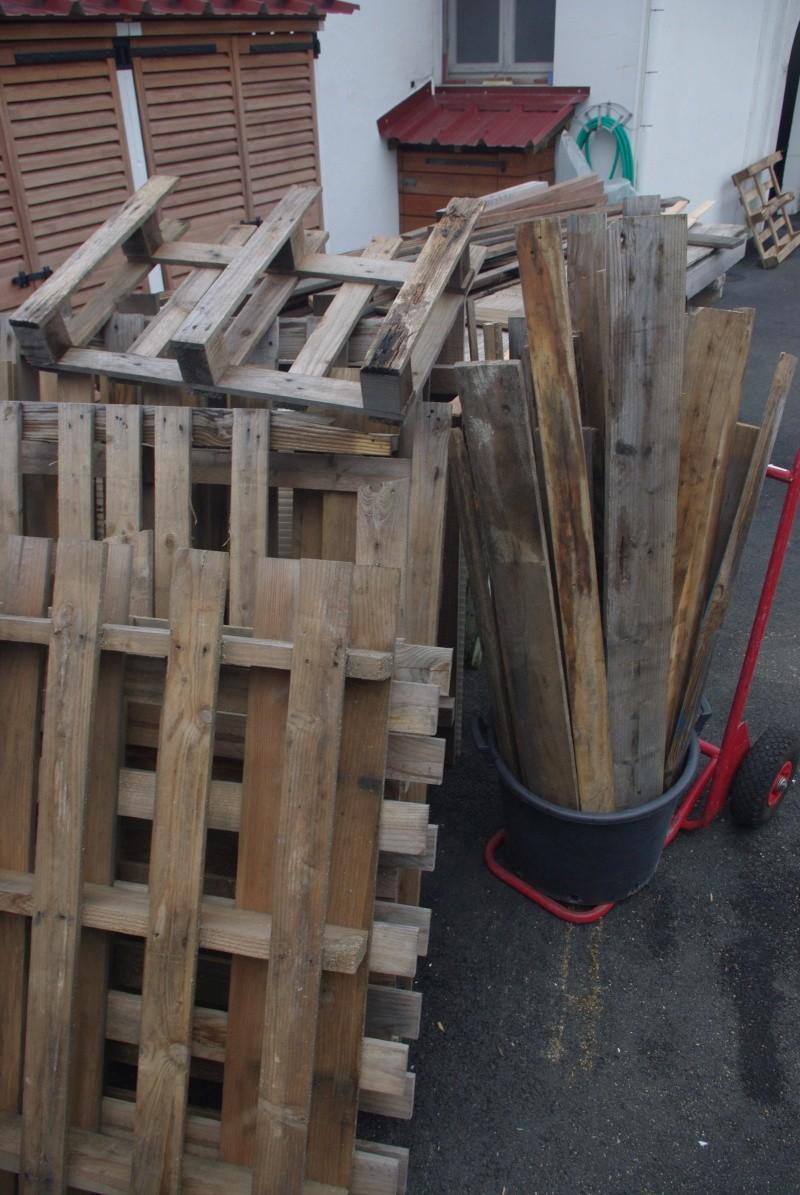 Un meuble utile pour le jardin Imgp8613