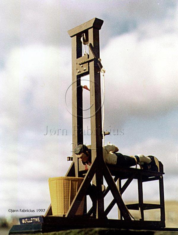 7 mars 1792: La guillotine est présentée à l'assemblée nationale Plast11