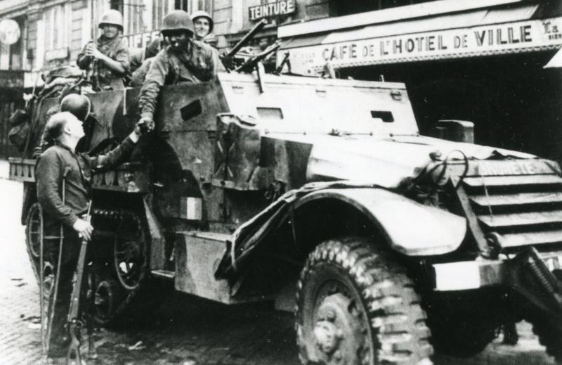 lot photos liberation paris datée 26 aout  et 29 sept 1944 Iiirmt11