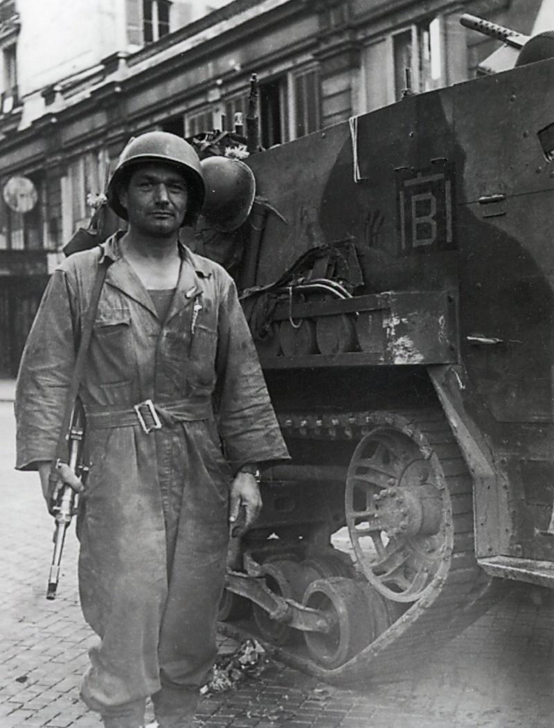 lot photos liberation paris datée 26 aout  et 29 sept 1944 Iiirmt12
