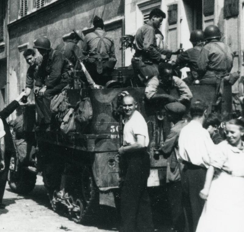 lot photos liberation paris datée 26 aout  et 29 sept 1944 Iirmt_12