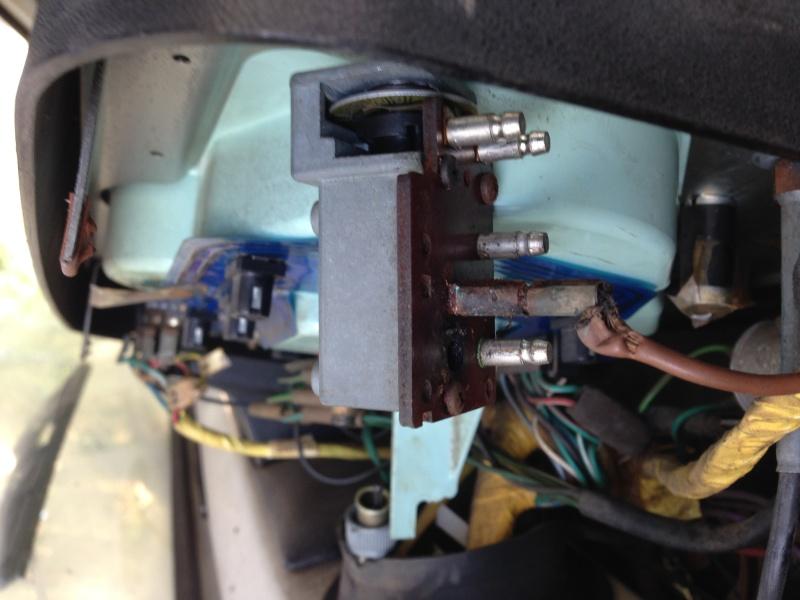 Commutateur/commodo phares et jauge carburant Img_3110