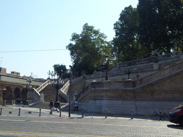 22 Agosto - Alla scoperta della città di Bologna Scalin10