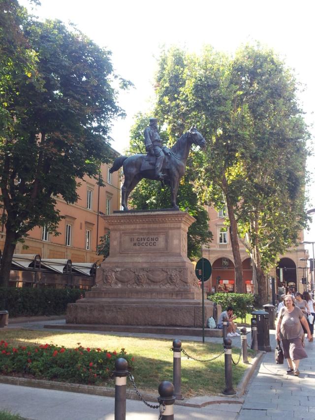 22 Agosto - Alla scoperta della città di Bologna Statua10