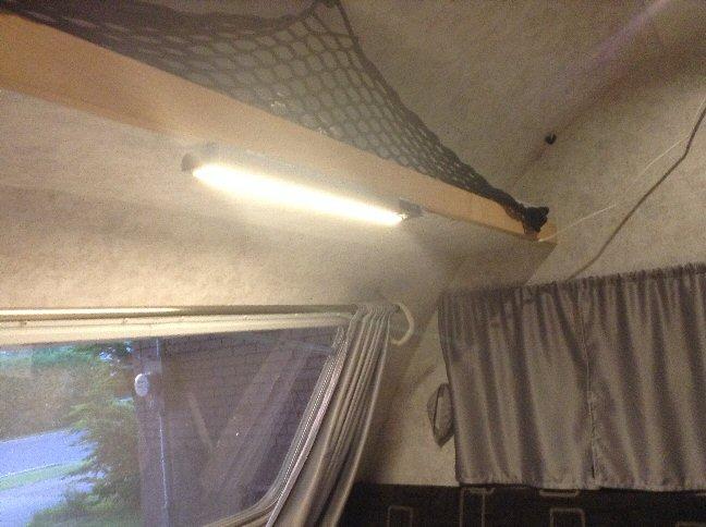 Luminaire au-dessus de la table Lum310