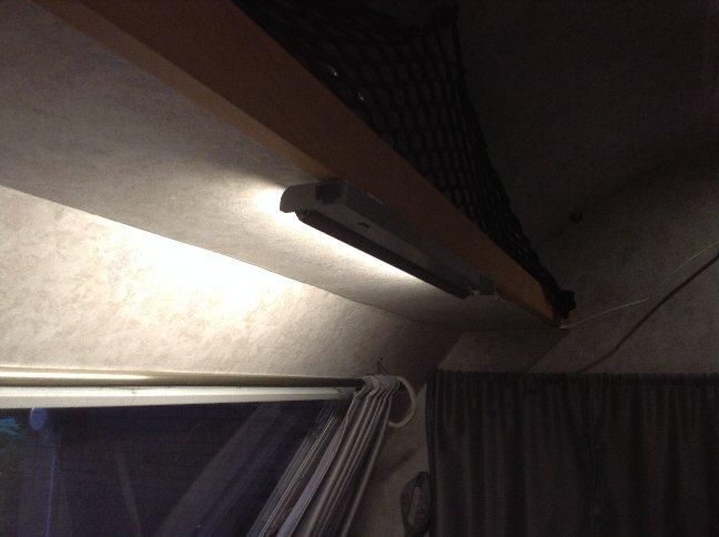 Luminaire au-dessus de la table Lum410