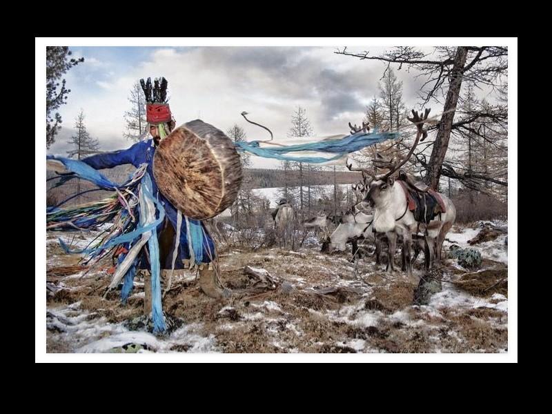 Un photographe a pris d'incroyables clichés d'une tribu mongole au mode de vie unique  Sans_269