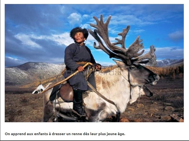 Un photographe a pris d'incroyables clichés d'une tribu mongole au mode de vie unique  Sans_272