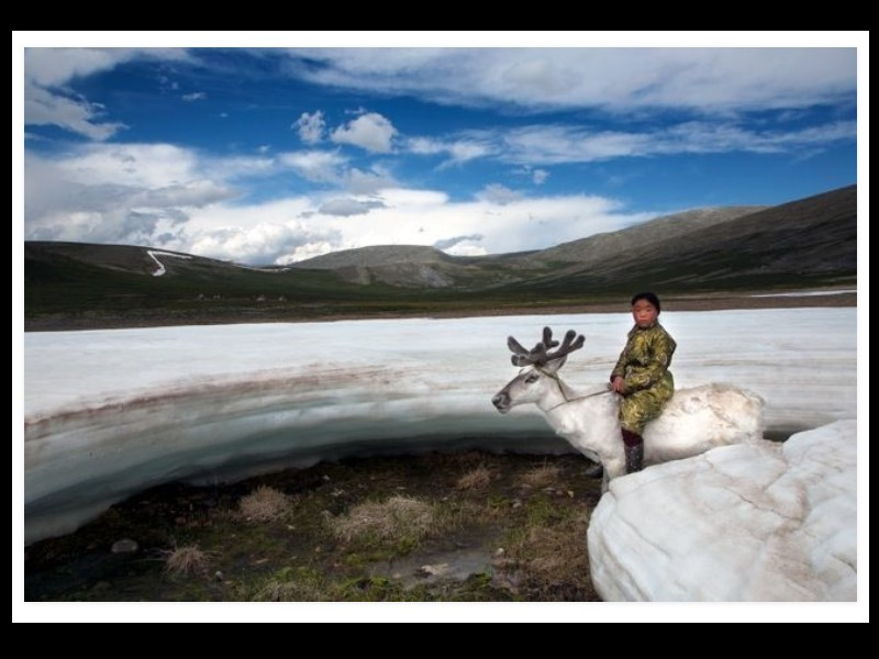 Un photographe a pris d'incroyables clichés d'une tribu mongole au mode de vie unique  Sans_278