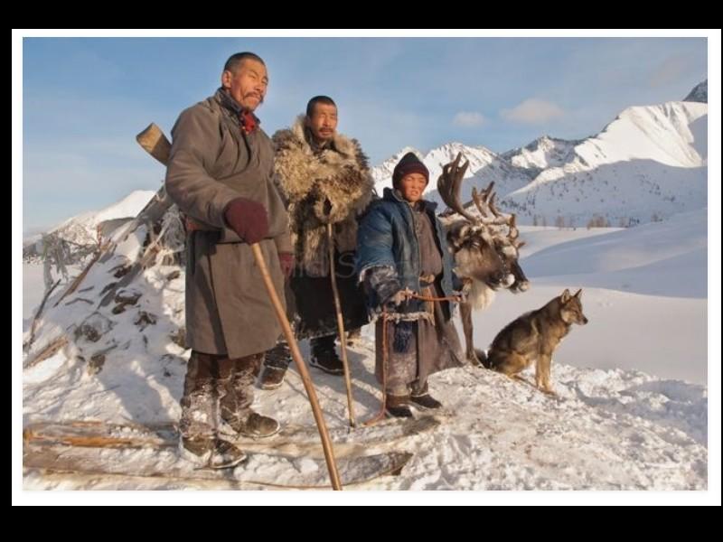 Un photographe a pris d'incroyables clichés d'une tribu mongole au mode de vie unique  Sans_279