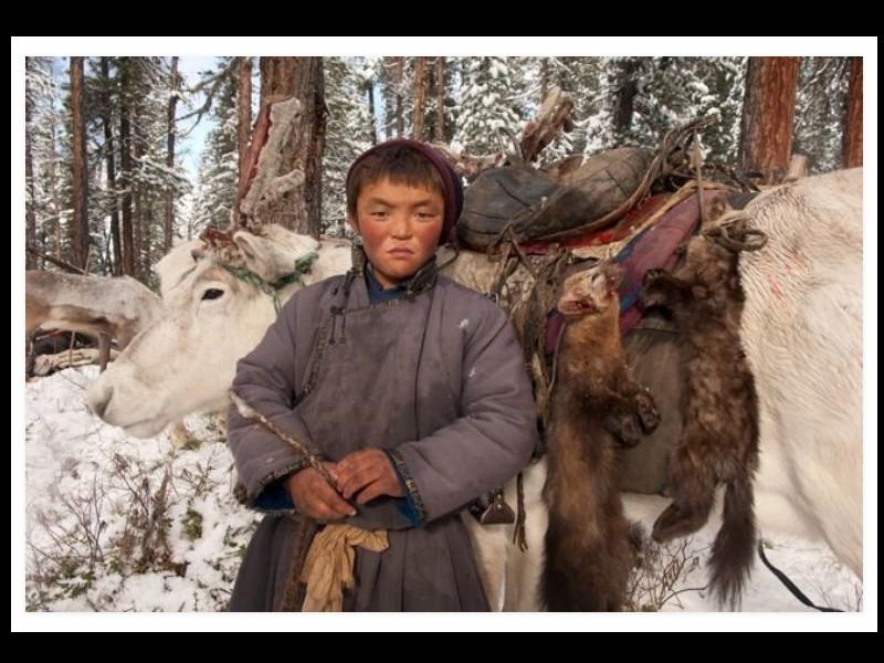 Un photographe a pris d'incroyables clichés d'une tribu mongole au mode de vie unique  Sans_280