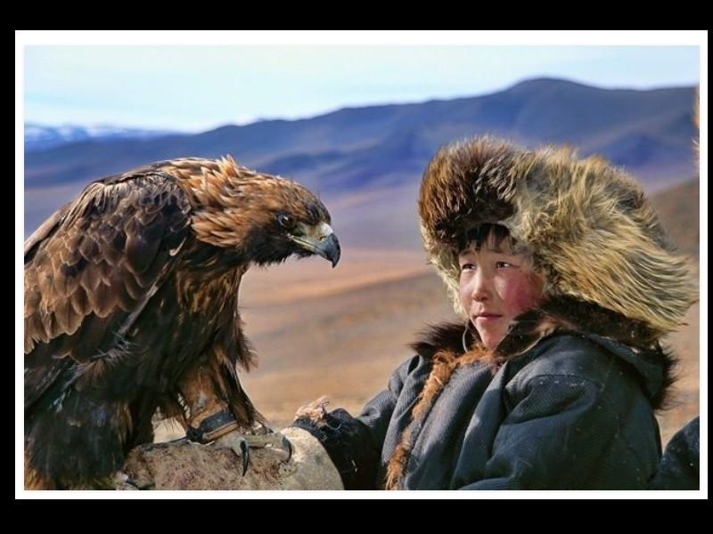Un photographe a pris d'incroyables clichés d'une tribu mongole au mode de vie unique  Sans_281