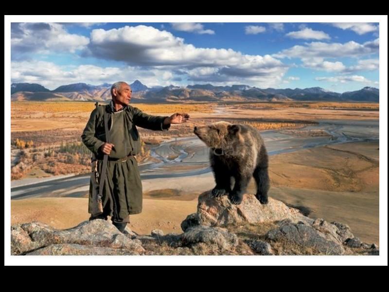 Un photographe a pris d'incroyables clichés d'une tribu mongole au mode de vie unique  Sans_283