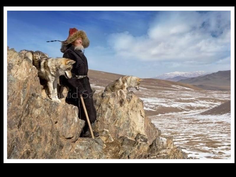 Un photographe a pris d'incroyables clichés d'une tribu mongole au mode de vie unique  Sans_284