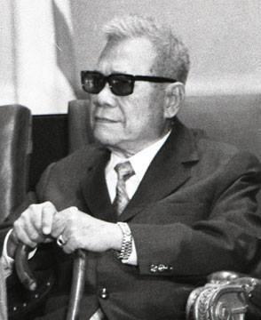 Cựu Tổng Thống Trần Văn Hương.  Vnch_t10