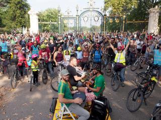 Lyon : la Ville à Vélo et Alternatiba font leur Vélorution ! Veloru10