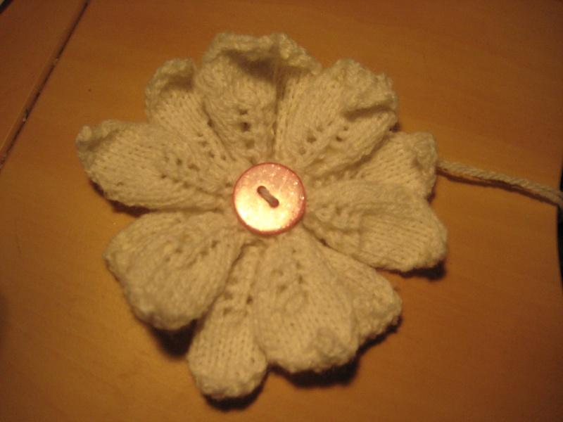 Une broche fleur au tricot Img_3013