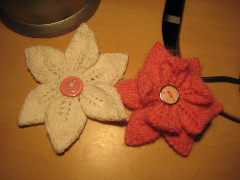 Une broche fleur au tricot Img_3015