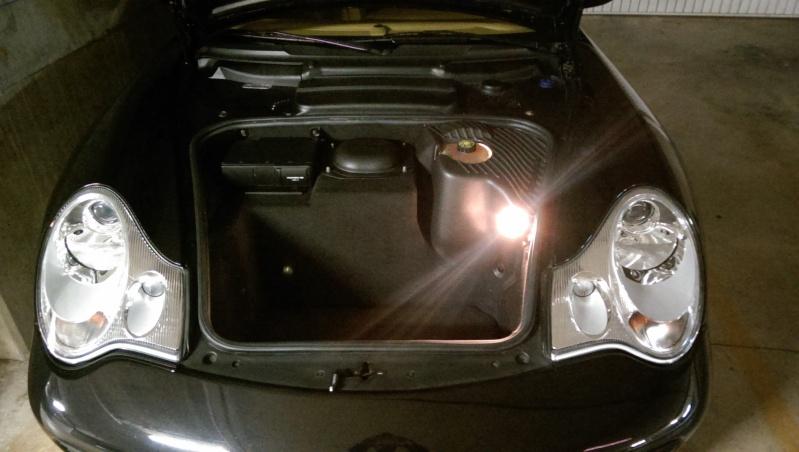 Tirette rouge du coffre avant Imag0212