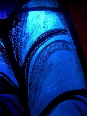 """Une recherche sur le magnifique """"bleu de Chartres"""". Bv5-tr10"""
