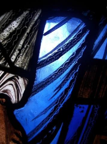 """Une recherche sur le magnifique """"bleu de Chartres"""". Bv7-tr10"""