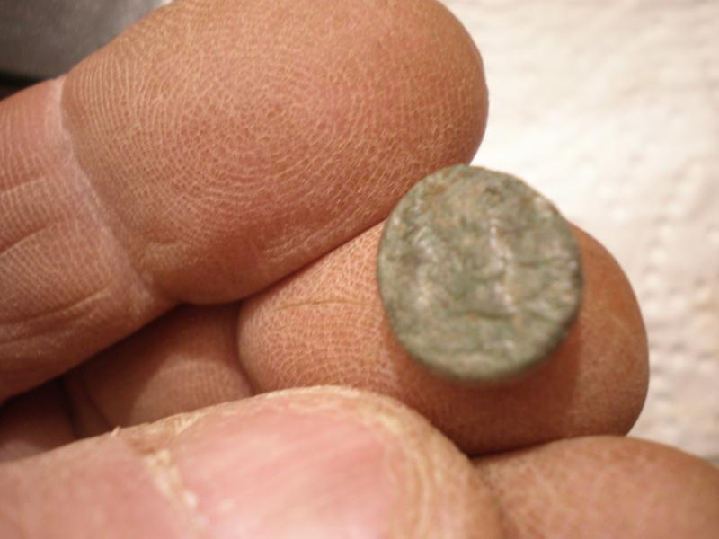 Très petite monnaie en bronze 20160211