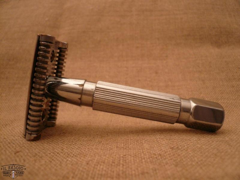 Shave Oddity : le fil du rasoir bizarre :D - Page 6 Rotor10