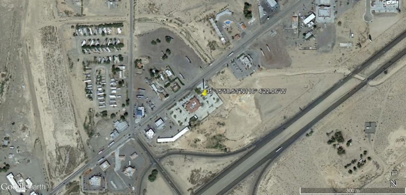 Le plus grand thermomètre au monde, à Baker (Death Valley) en Californie, États-Unis. Thermo10