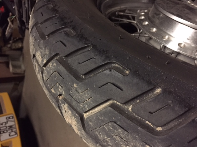 PETITES ANNONCES - vente pneus avant et arriere vn 800 Img_3311