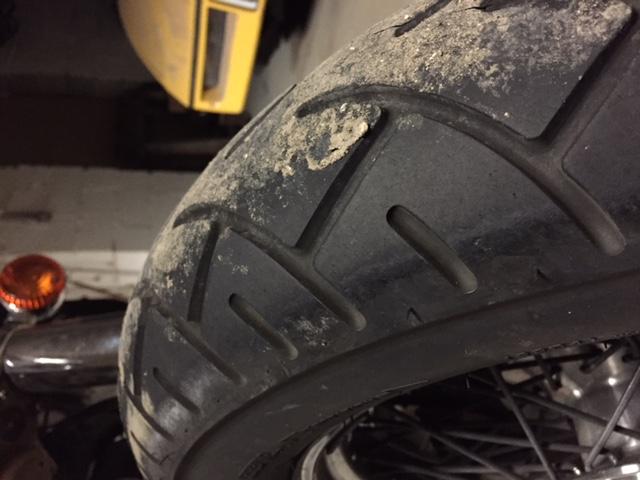 PETITES ANNONCES - vente pneus avant et arriere vn 800 Img_3312