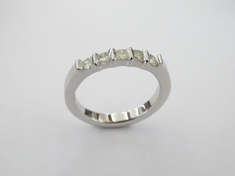 Bague argent serti bride de sept diamants de 2/100 ct - Page 2 Dsc01911
