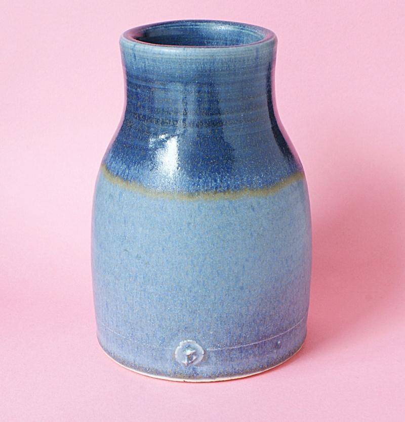 White earthenware pot Dsc01914