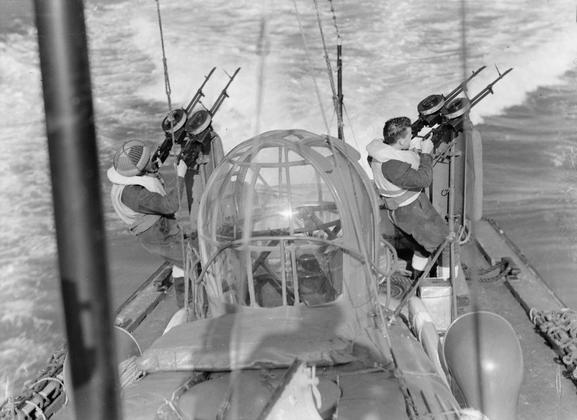 """L'équipage des """"Marins"""" des High Speed launch de la RAF Hsl110"""