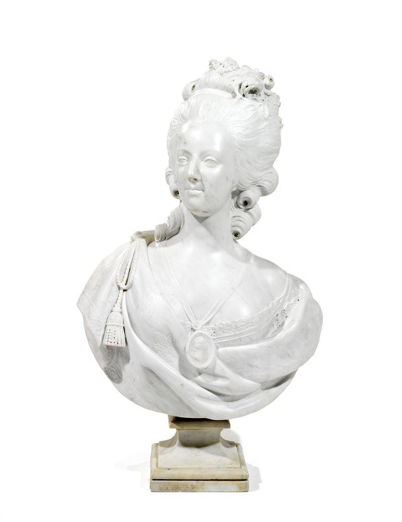 A vendre: bustes Marie Antoinette - Page 4 14567311