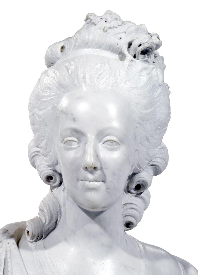 A vendre: bustes Marie Antoinette - Page 4 14567312