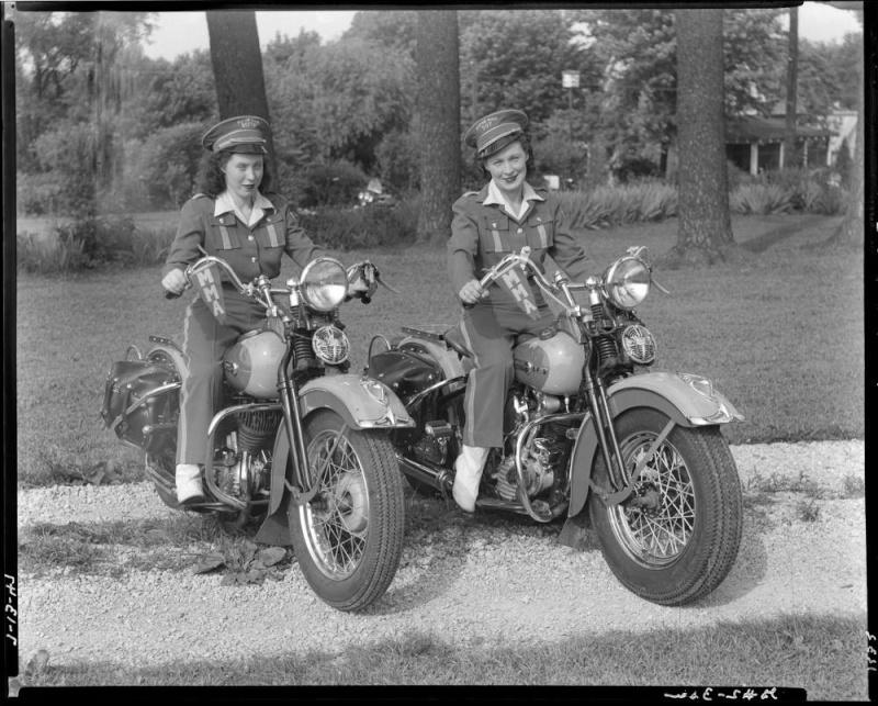 Vieilles photos (pour ceux qui aiment les anciennes photos de bikers ou autre......) - Page 10 12418911