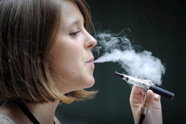 Faut-il interdire la cigarette électronique dans les cafés et restaurants ? Cigare10