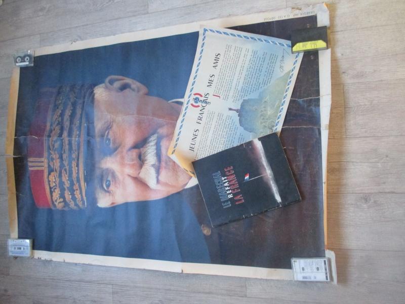 Affiche et livre du Régime du Vichy. Img_2814