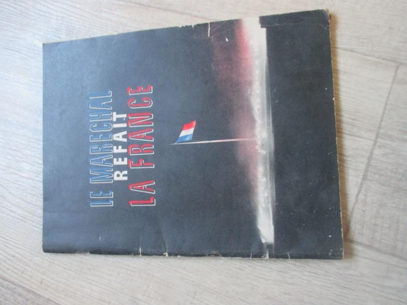 Affiche et livre du Régime du Vichy. Img_2817