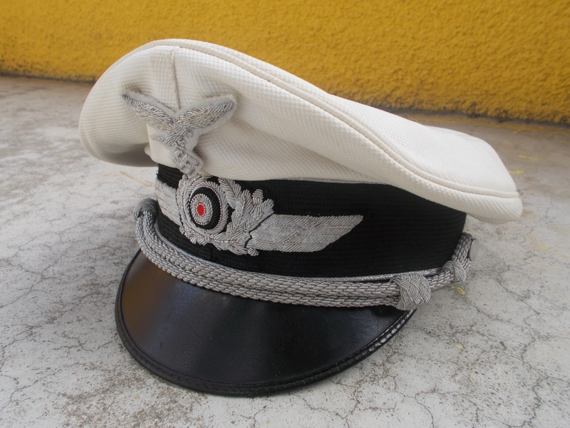 2 casquettes d' officier Luftwaffe Dscn2312