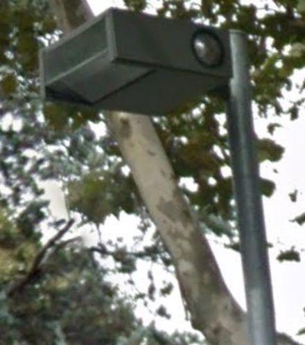 Mais à quoi peuvent bien servir ces feux clignotants sur les lanternes ? Lampad10