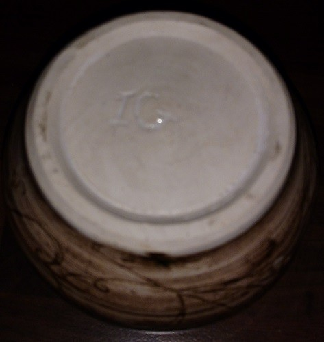 Brown Small Pot - Incised IG - Help with ID please? 3b10