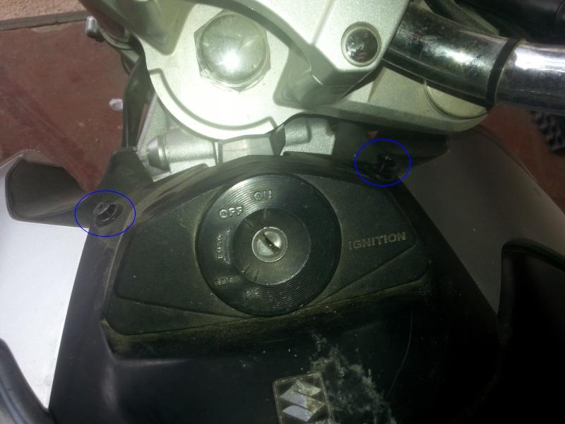 Changement des câbles d'accélérateur et problème moteur vannes papillons secondaires 02-vis10