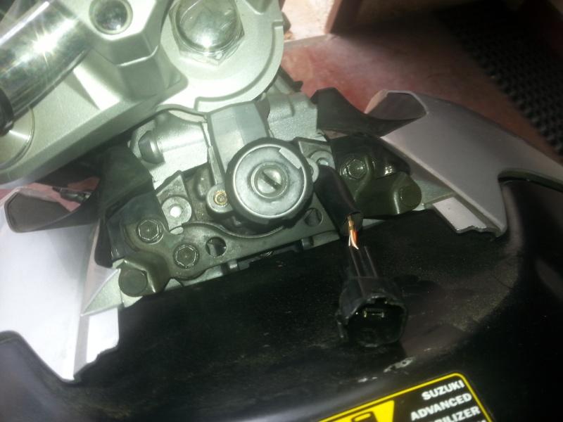 Changement des câbles d'accélérateur et problème moteur vannes papillons secondaires 03-bou10