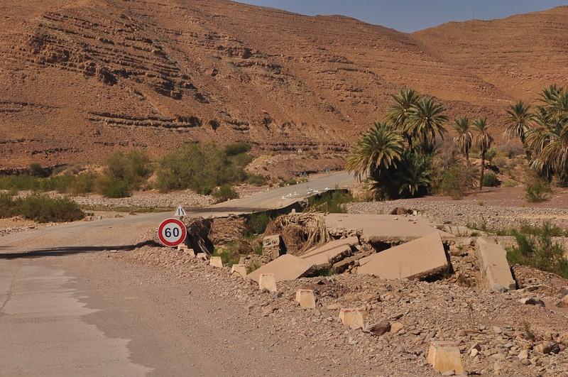 [Carburant, Routes, Police] Route R111 Foumzguid Tazenath Sur_ro11