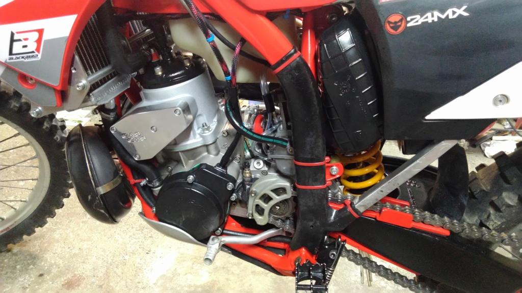 Présentez nous vos motos ! - Page 40 Img_2109