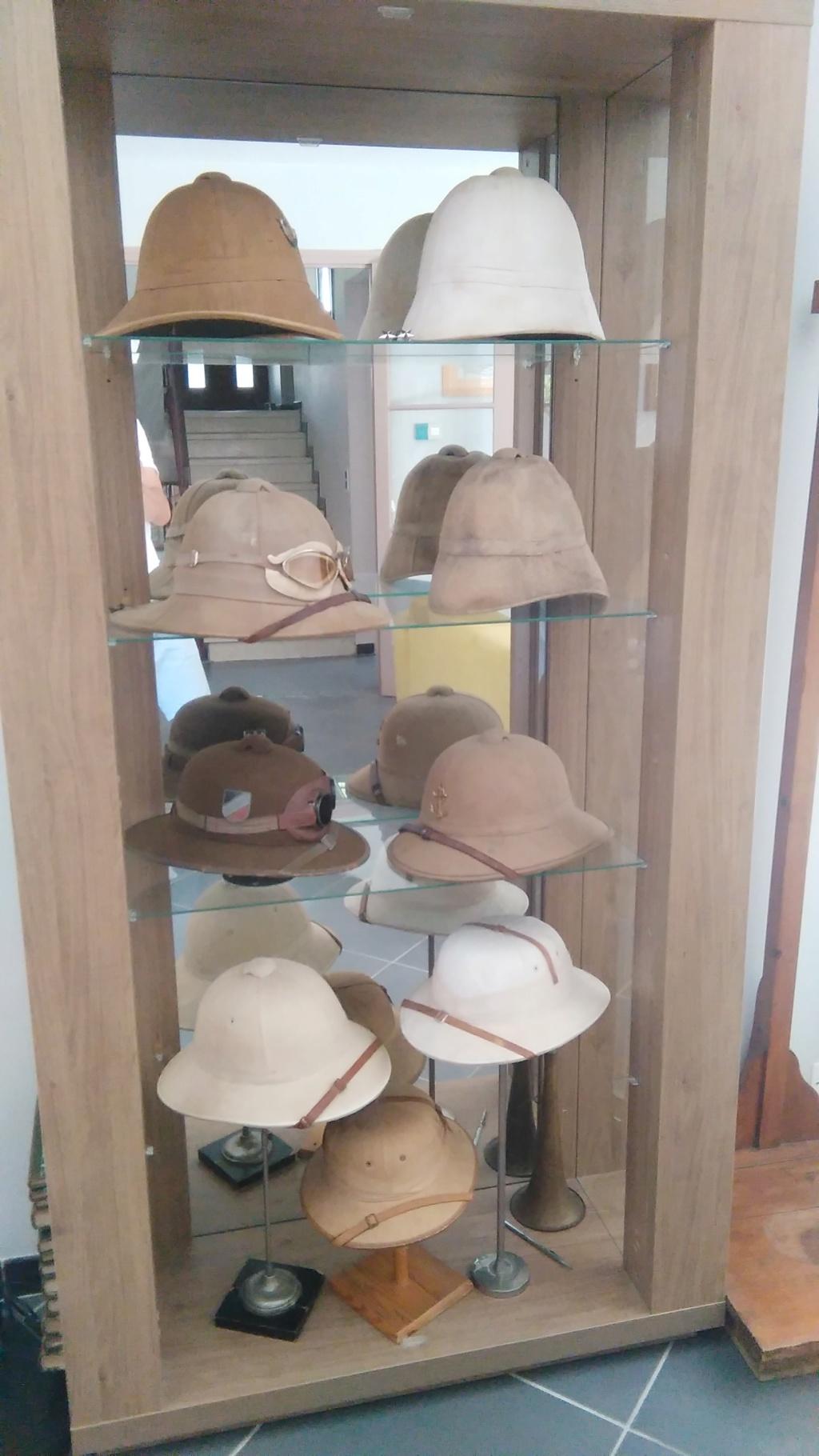 Pour qui aime les casques coloniaux. Petite histoire Img_2107