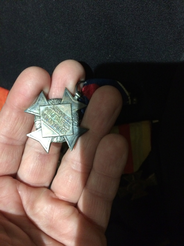 De HS: Quelle médaille pour mon grand père. Img_2116