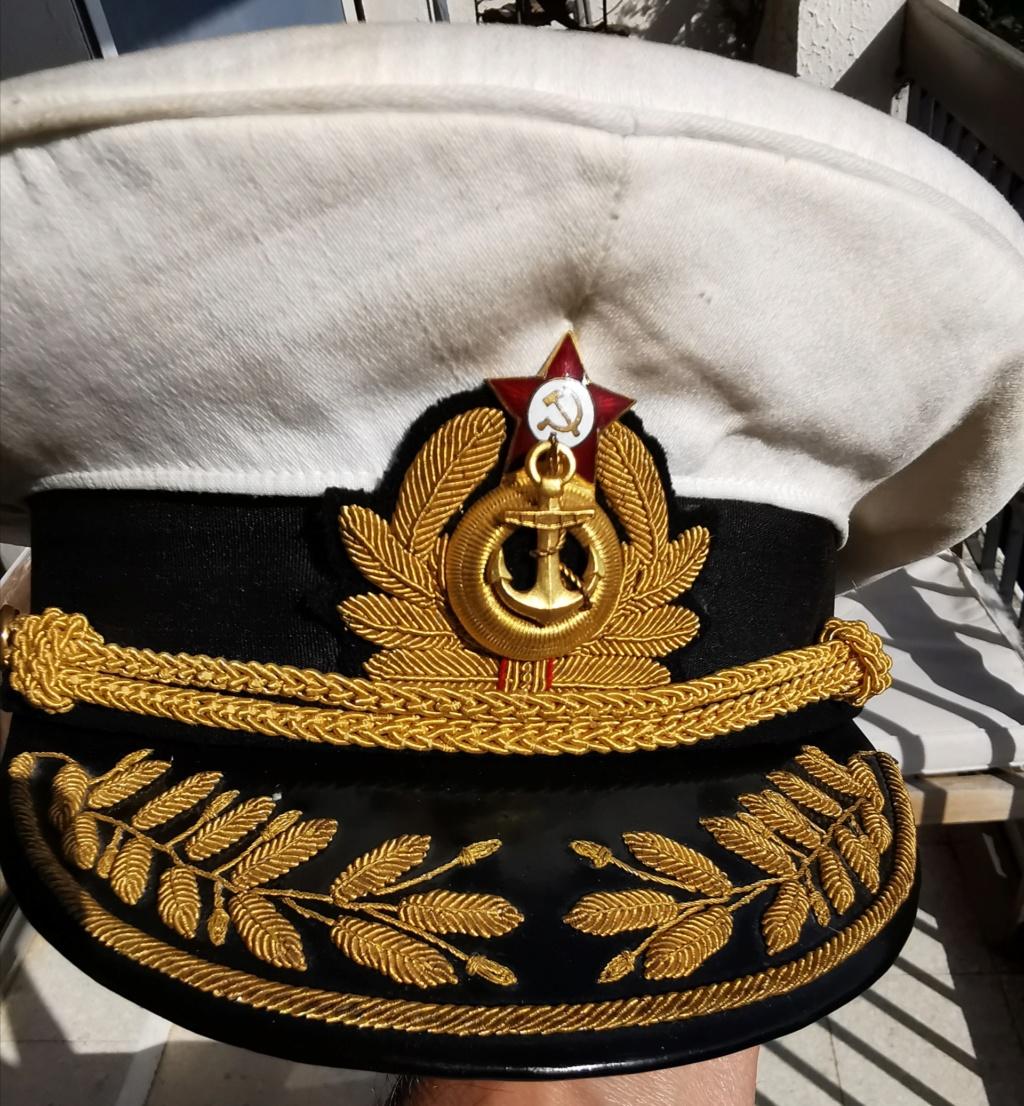 Qui peut traduire le Russe. Badge marine soviétique  Img_2231