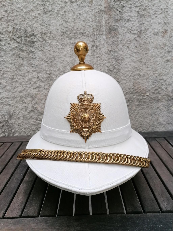 Série casques coloniaux de parades Britannique.. De l'orfèvrerie. Collec. perso Img_2461